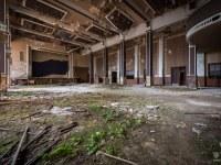 sala-balowa-ballroom-Germany-Niemcy-verlassene-Orte-urbex-urban-exploration-abandoned-miejsca-opuszczone-urbex.net_.pl-4