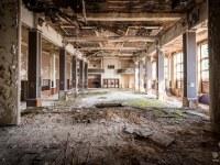 sala-balowa-ballroom-Germany-Niemcy-verlassene-Orte-urbex-urban-exploration-abandoned-miejsca-opuszczone-urbex.net_.pl-5
