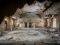 urbex-germany-abandoned-ballroom-2