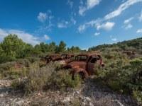 rusty-cars-cmentarzysko-samochodow-cars-graveyard-France-Francja-lieux-abandonnes-urbex-urban-exploration-abandoned-urbex.net_.pl-17