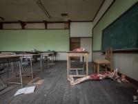 skeleton-teacher-school-japan-urbex-haikyo-abandoned-10