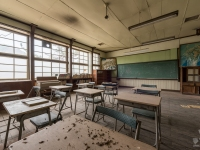 skeleton-teacher-school-japan-urbex-haikyo-abandoned-13