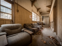 skeleton-teacher-school-japan-urbex-haikyo-abandoned-16