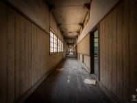 skeleton-teacher-school-japan-urbex-haikyo-abandoned-2