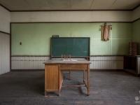 skeleton-teacher-school-japan-urbex-haikyo-abandoned-3