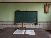 skeleton-teacher-school-japan-urbex-haikyo-abandoned-4