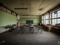 skeleton-teacher-school-japan-urbex-haikyo-abandoned-5