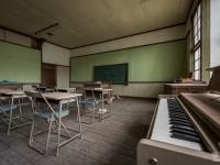 skeleton-teacher-school-japan-urbex-haikyo-abandoned-9