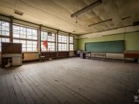 skeleton-teacher-school-japan-urbex-haikyo-abandoned