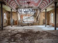 urbex-germany-abandoned-ballroom-2