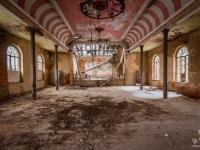 urbex-germany-abandoned-ballroom
