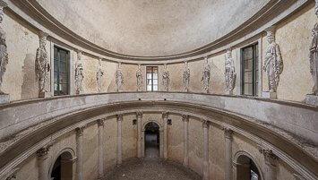 abandoned villa Italy